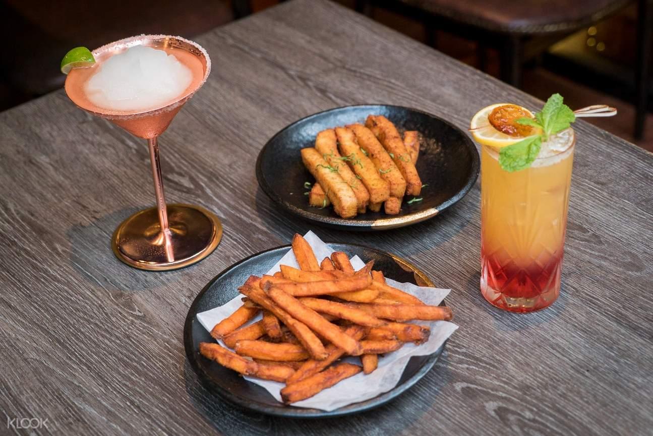 尖沙咀魔衣橱咖啡厅经典鸡尾酒+小食套餐