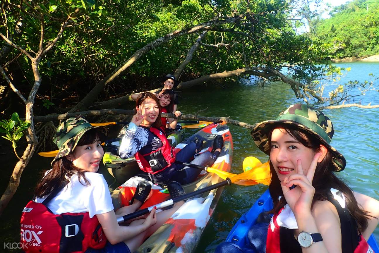 Enjoy the kayaking experience with your friends!