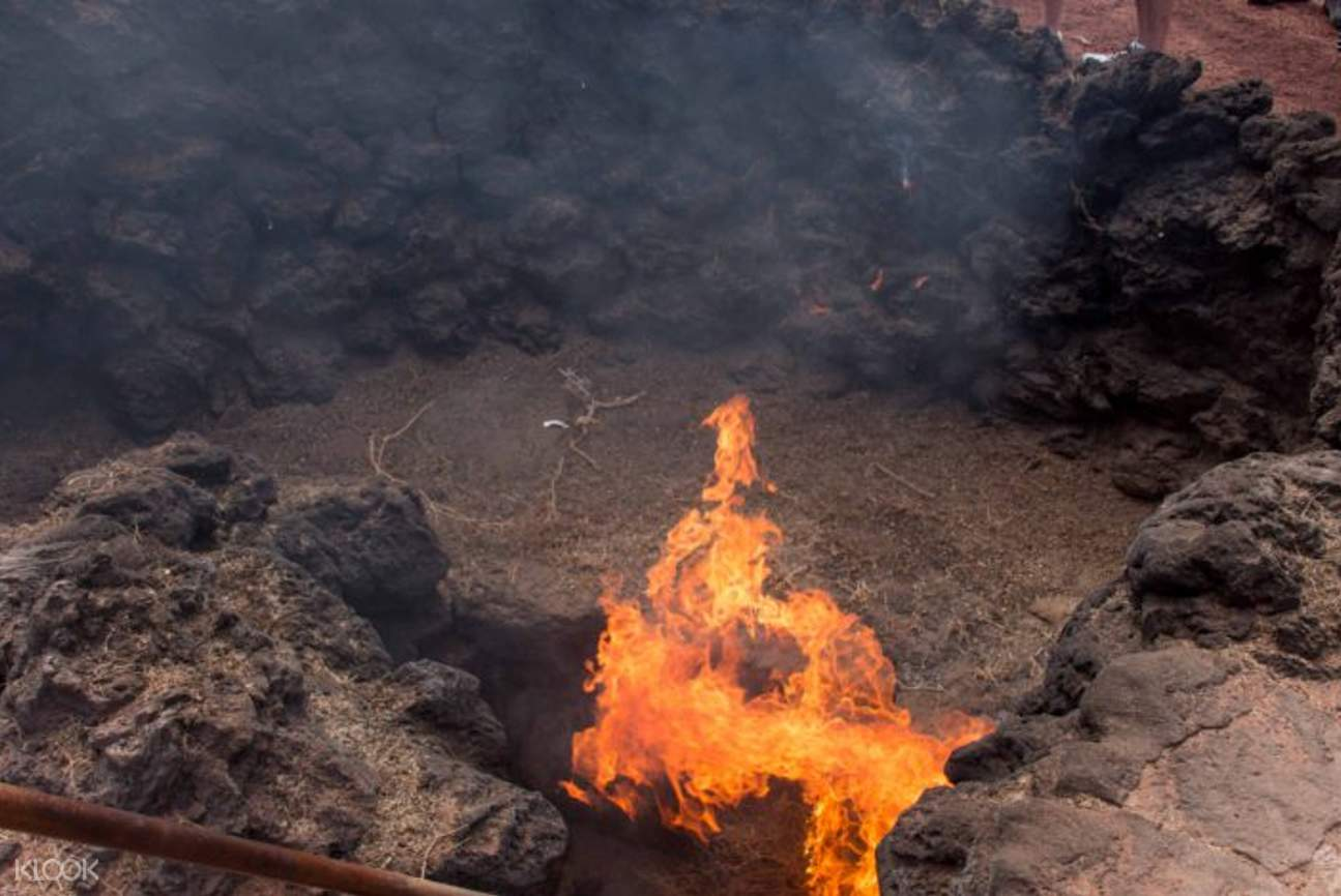 pit of fire in monta?as del fuego timanfaya