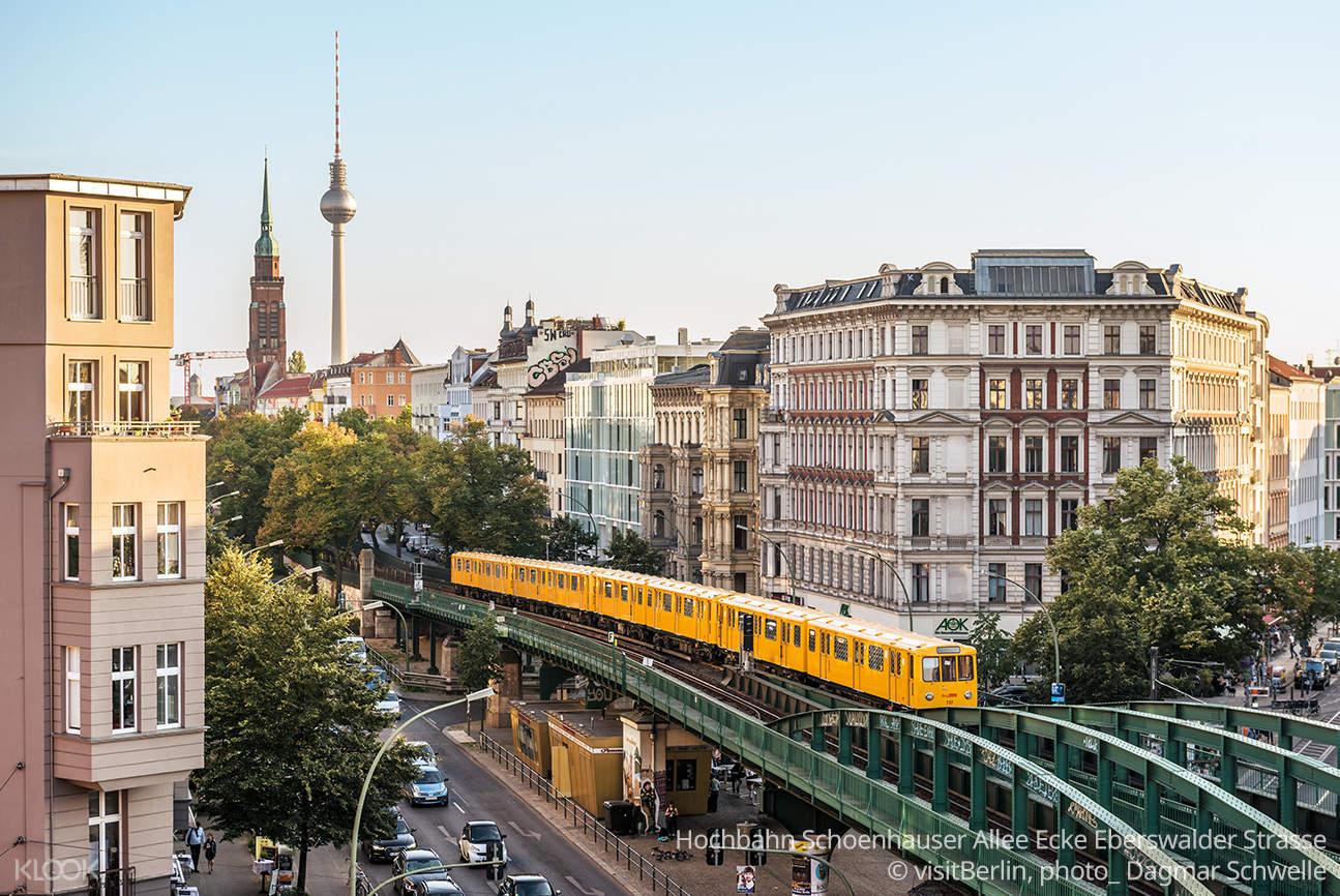 Hochbahn Schoenhauser Allee Ecke Eberswalder Strasse © visitBerlin, photo_ Dagmar Schwelle