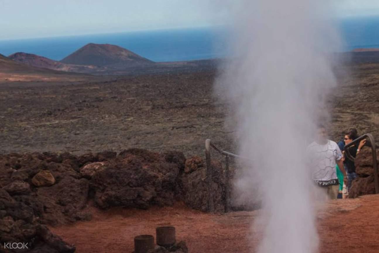 smoke and natural landscapes in monta?as del fuego timanfaya