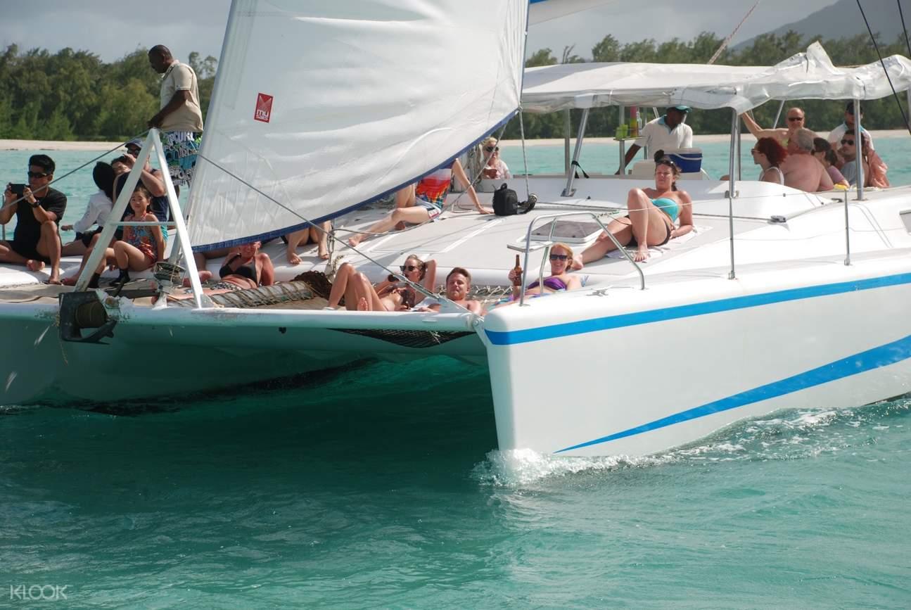 毛里求斯双体船,毛里求斯鹿岛,毛里求斯一日游,毛里求斯旅游,毛里求斯著名景点,毛里求斯蓝海湾浮潜,毛里求斯鹿岛滑翔伞,毛里求斯自由行,鹿岛水上活动,毛里求斯河口瀑布,