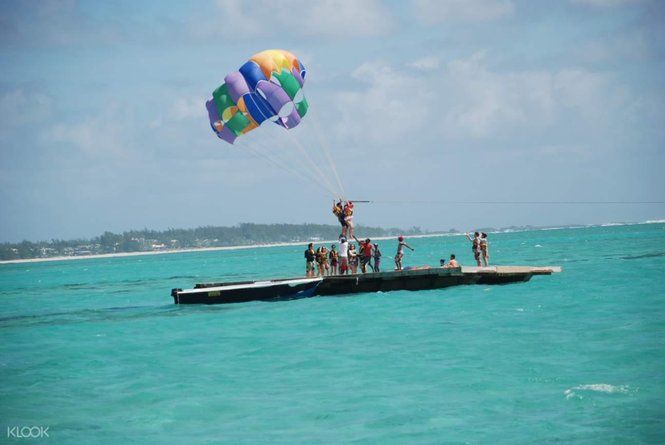 毛里求斯鹿島,毛里求斯一日遊,毛里求斯水上運動,毛里求斯鹿島滑翔傘,毛里求斯自由行,鹿島水上活動,毛里求斯海底漫步