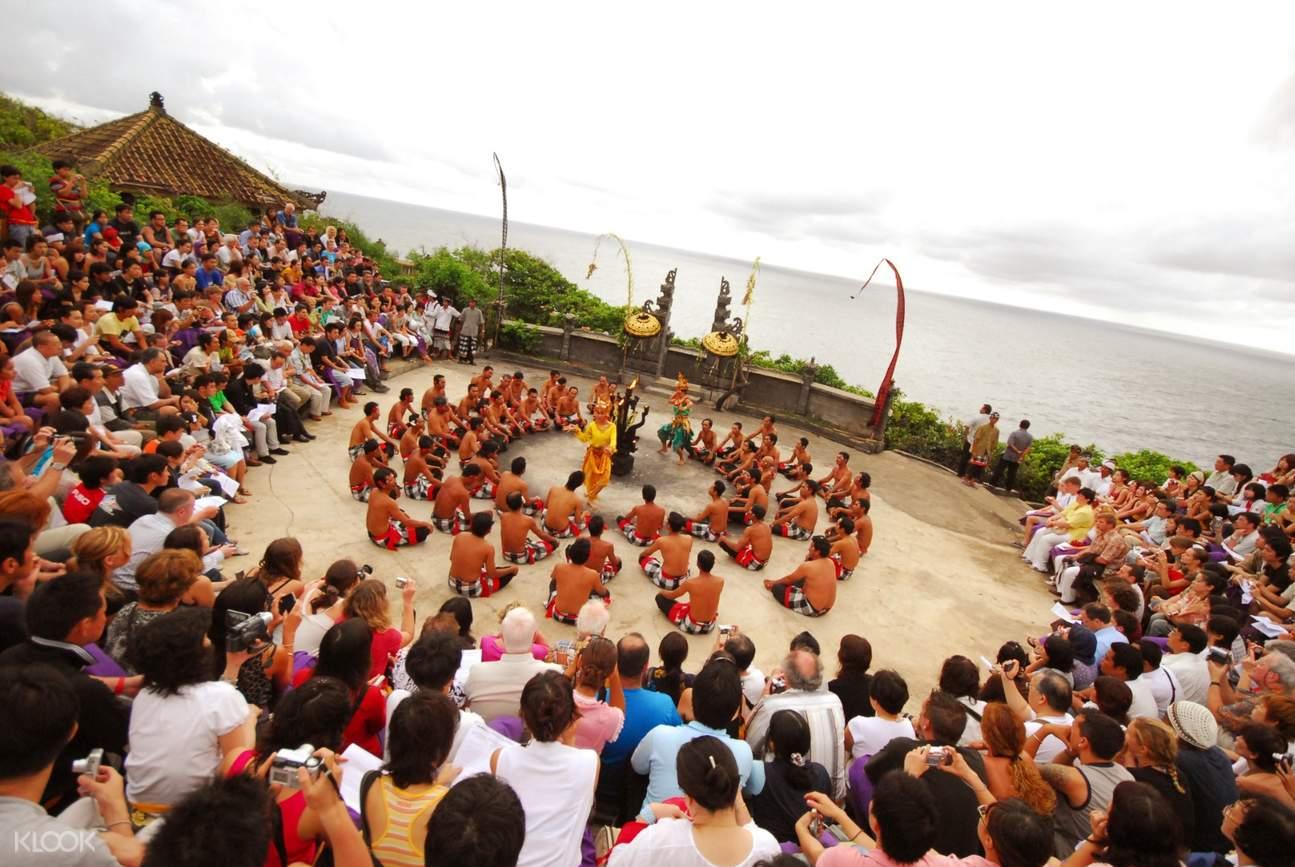 烏魯瓦圖廟卡恰火舞表演