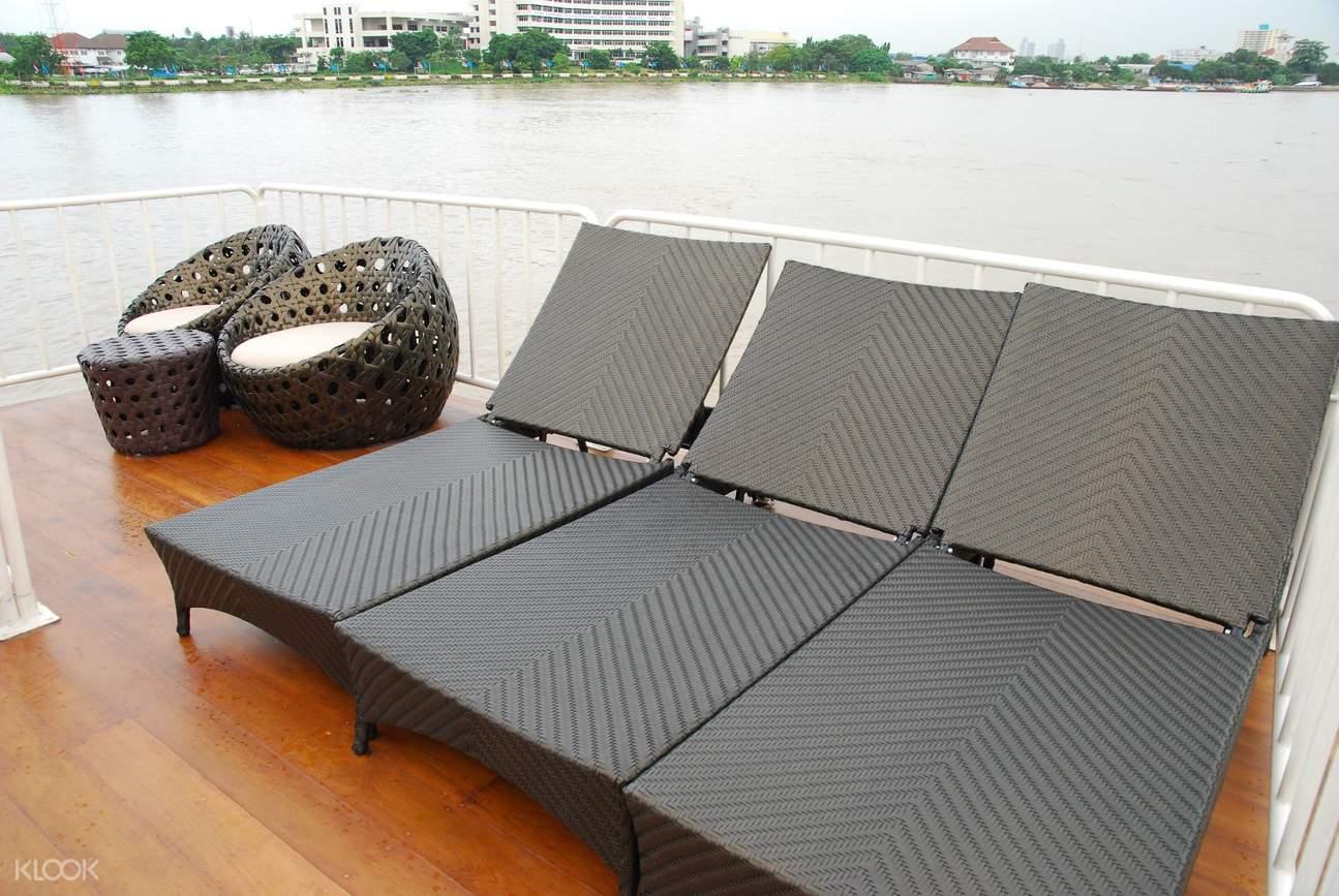 Sun deck Thanatharee cruise