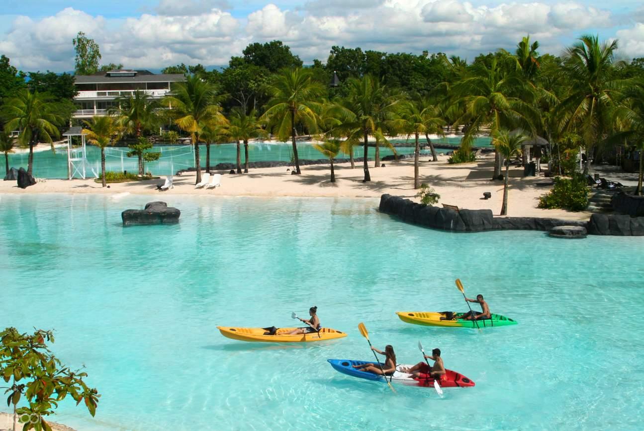 kayaking in plantation bay
