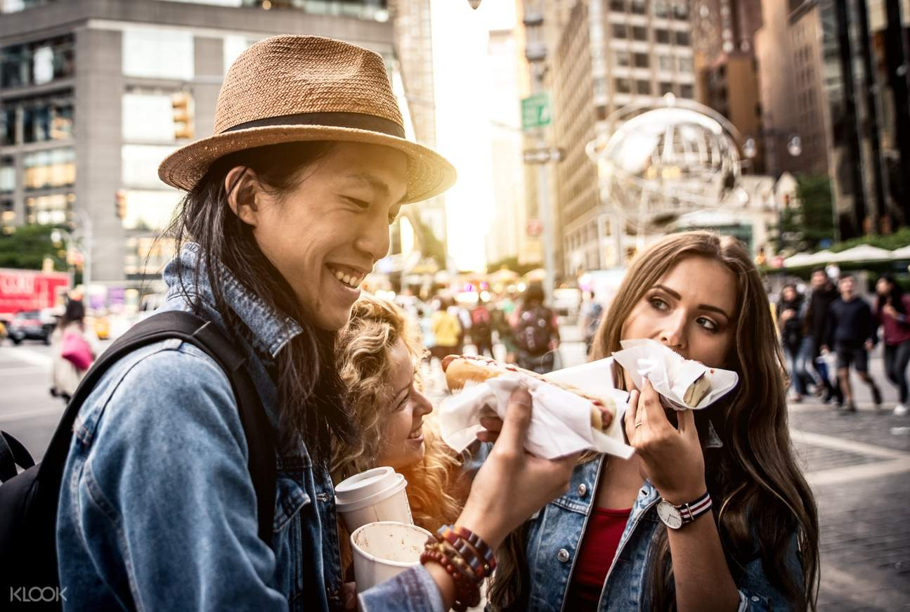 tourists eating in new york