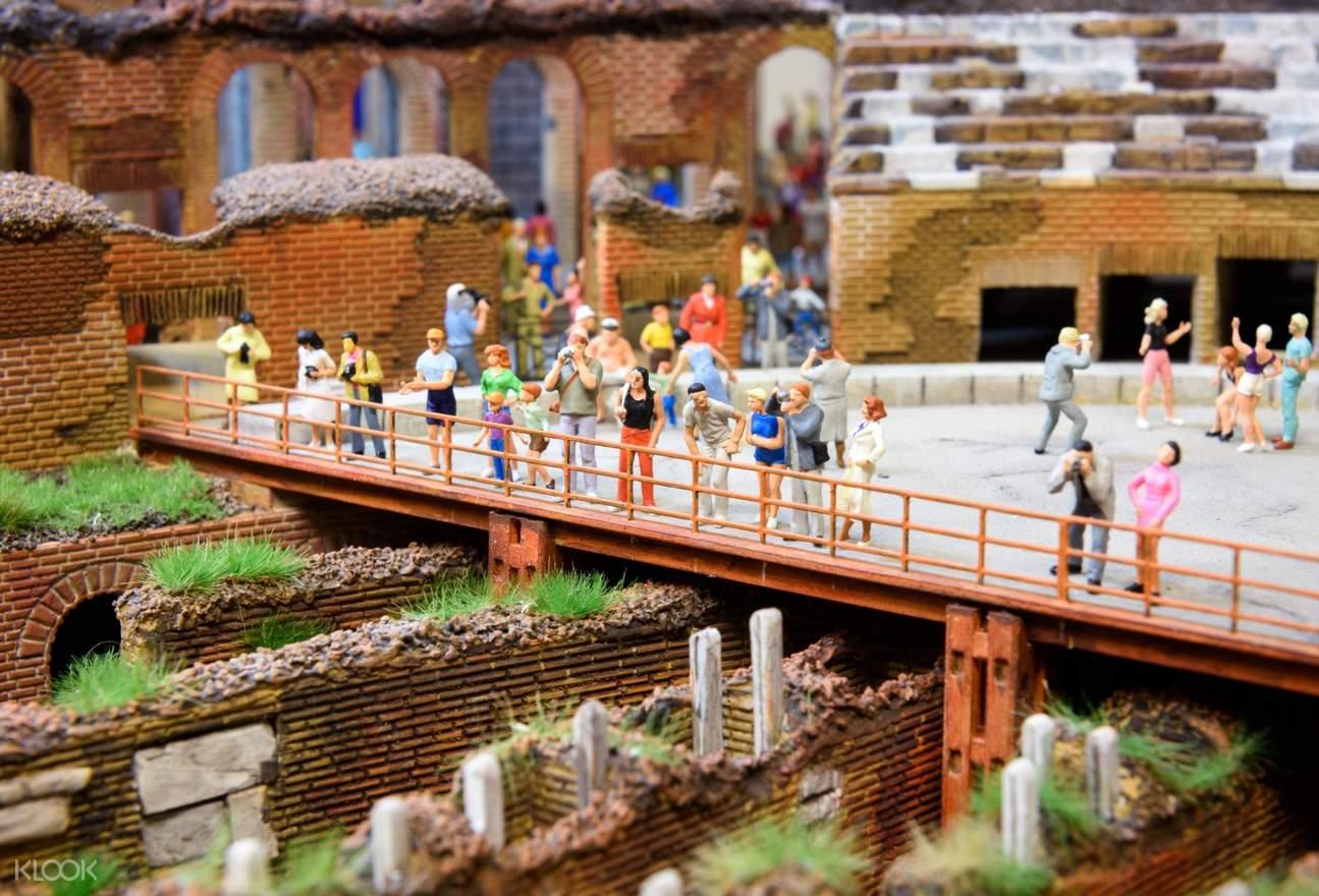 tourists models in miniatur wunderland