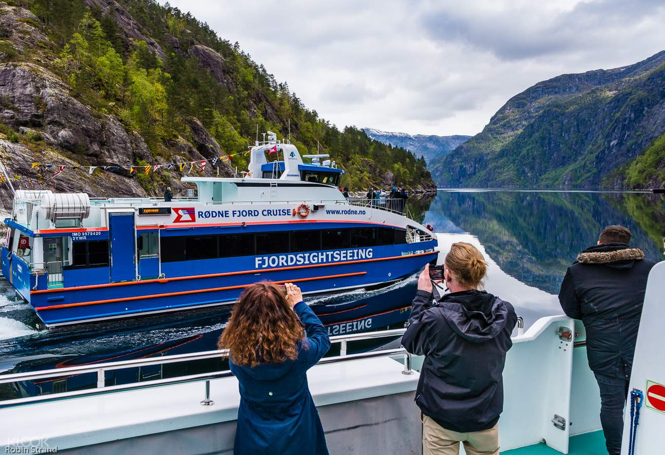 tour group of fjord cruise to bergen