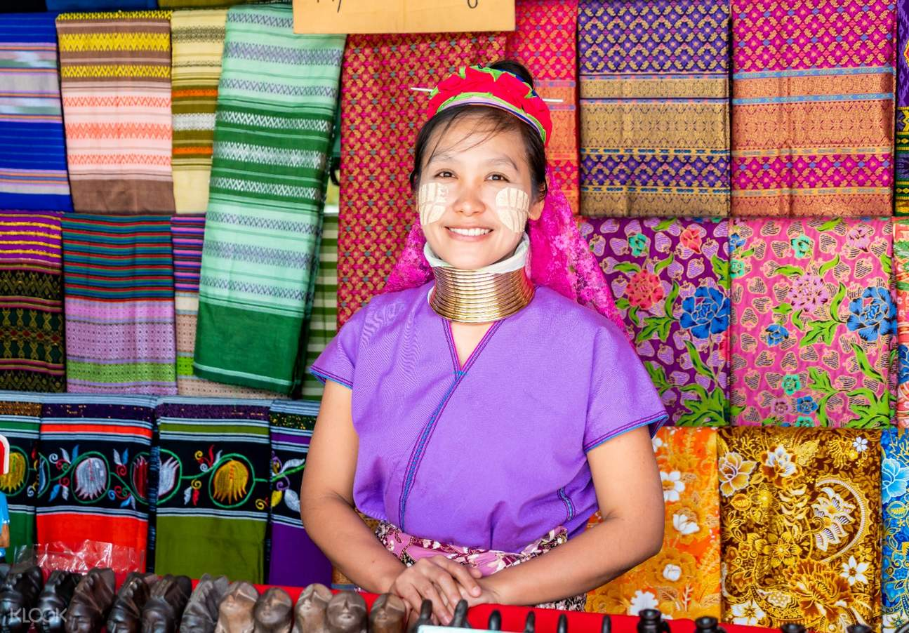 Walk through the tribe market, experience local culture and try to pick up unique souvenirs