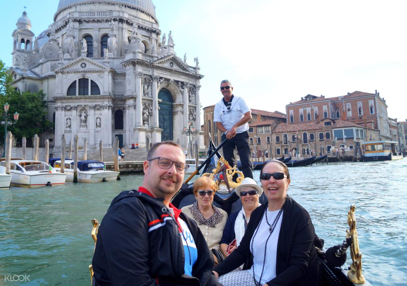 tourists against a beautiful backdrop of the salute church