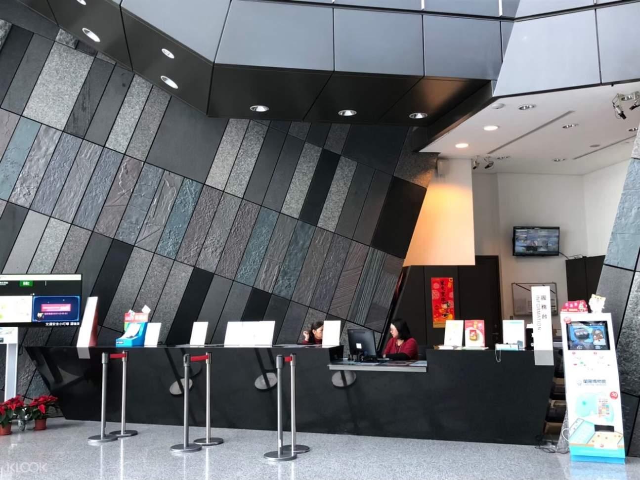 至售票處由工作人員掃描QR Code後蓋手章後即可入場,快速方便!
