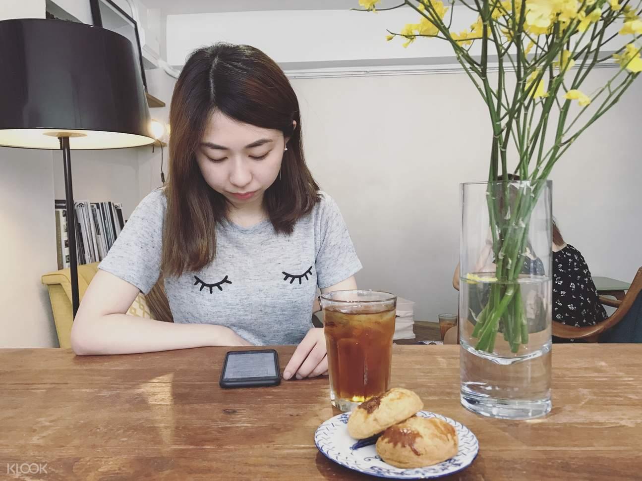 """香港""""飯禱愛""""美食藝術日遊"""