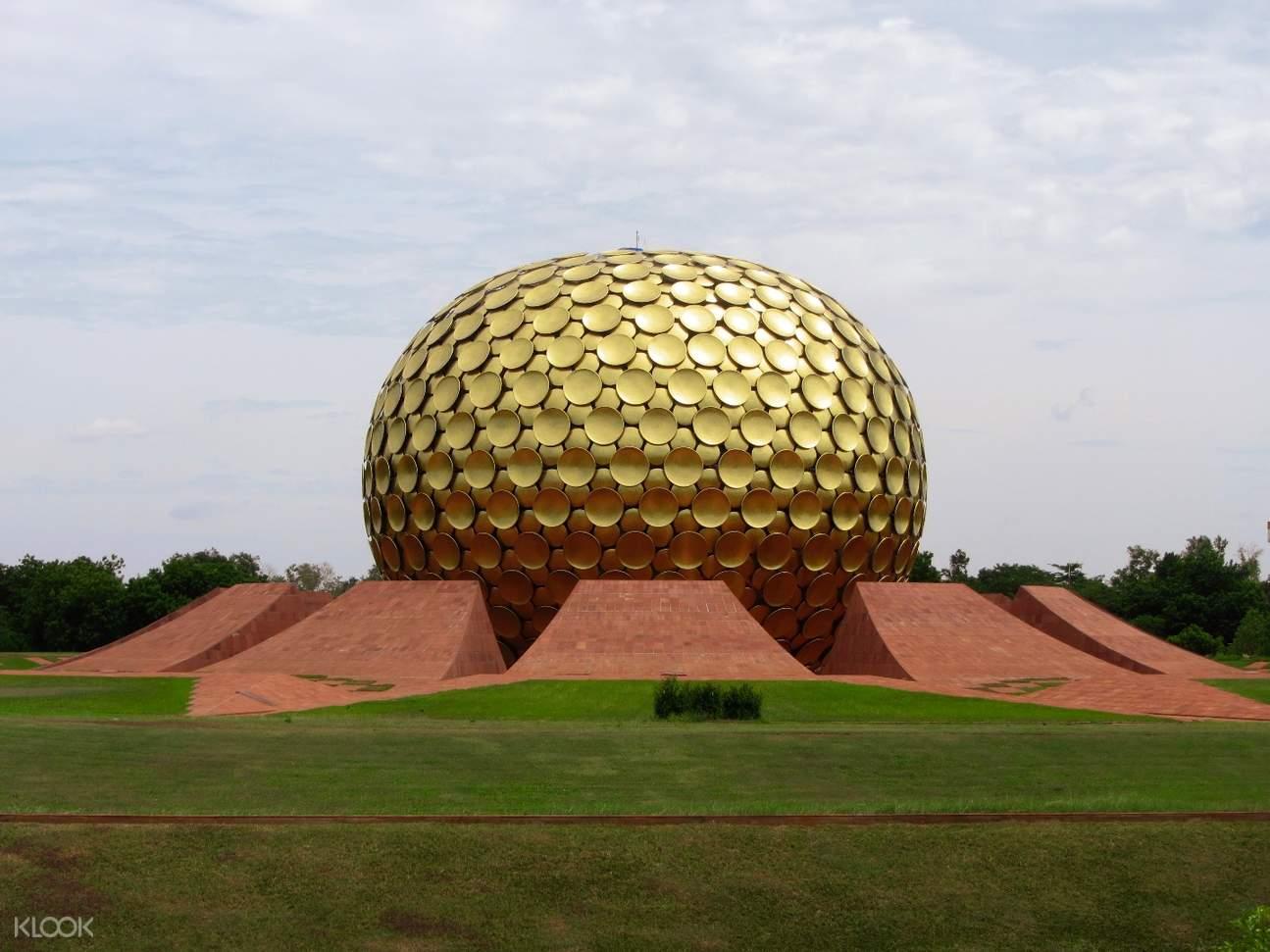 Matrimandir 巨大黄金球