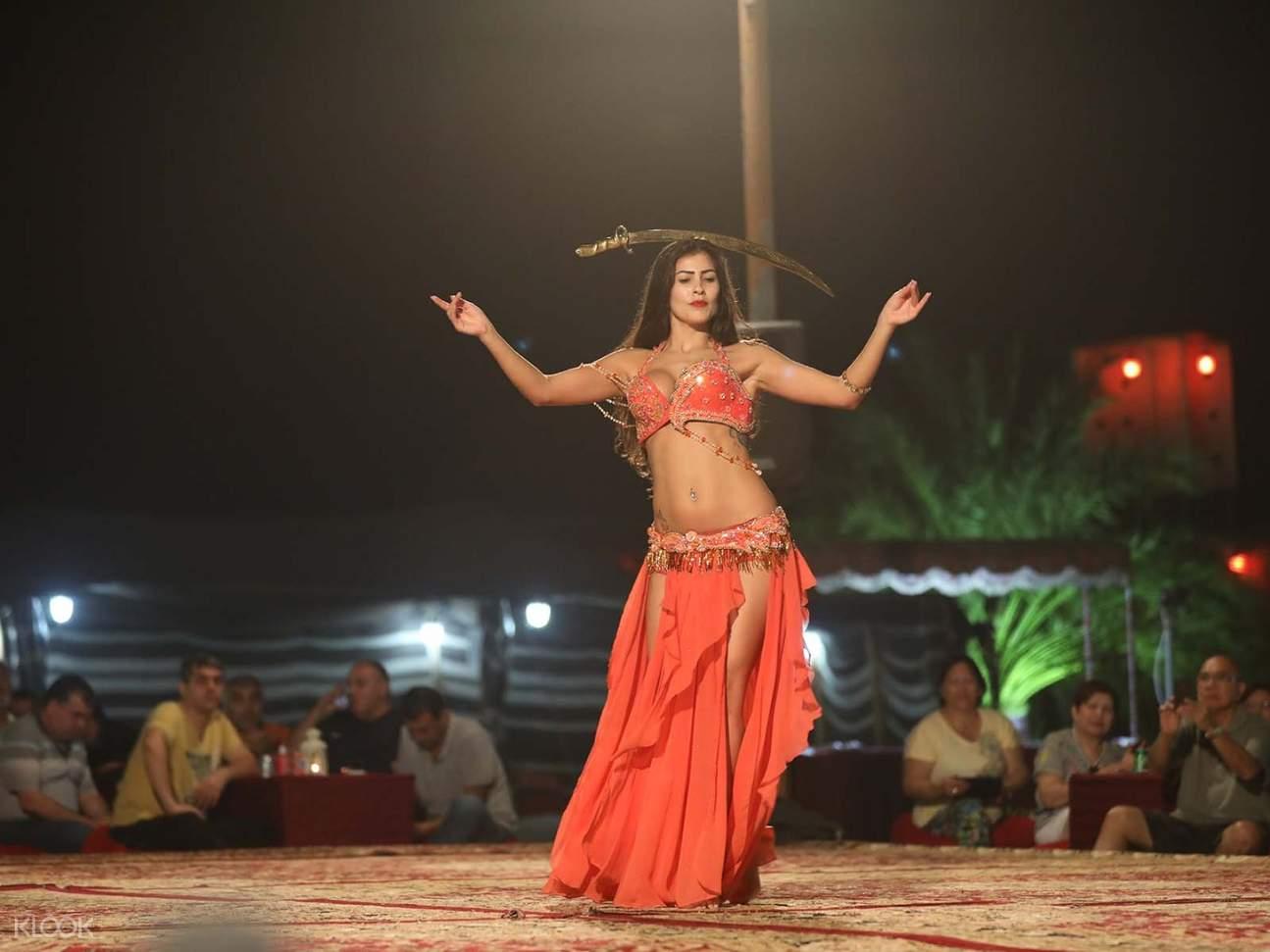 杜拜沙丘貝都因(Bedouin)營地轉裙舞tanoura