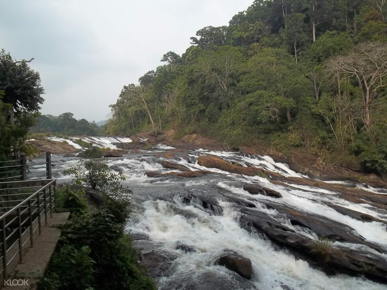 Vazhachal瀑布