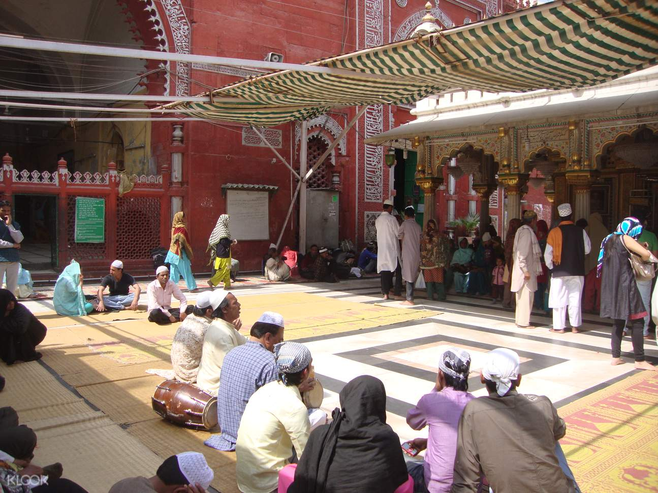Cultural Walk Through Nizamuddin shrines tombs