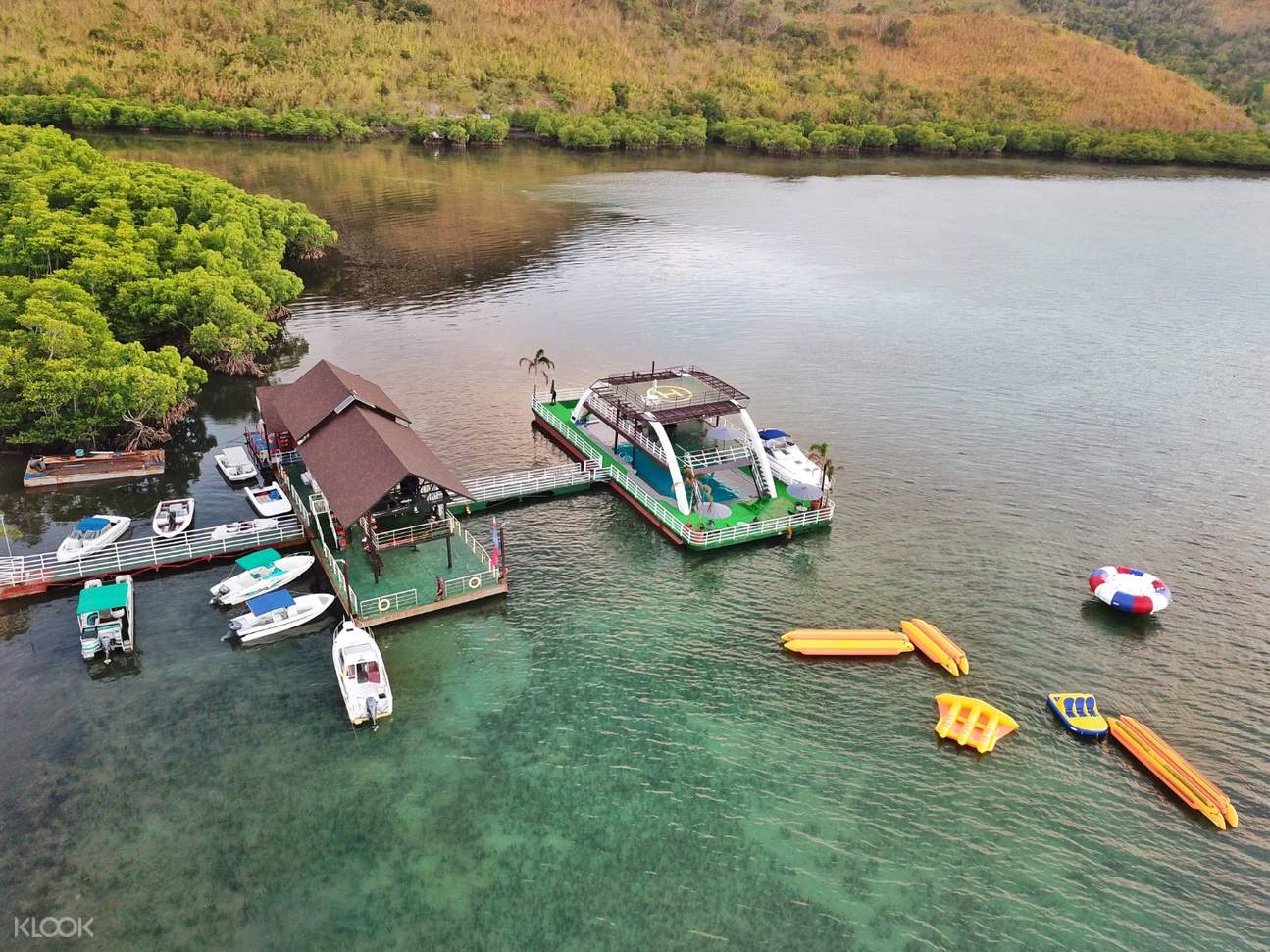 a view of the banana boat and kayaking area in Coron