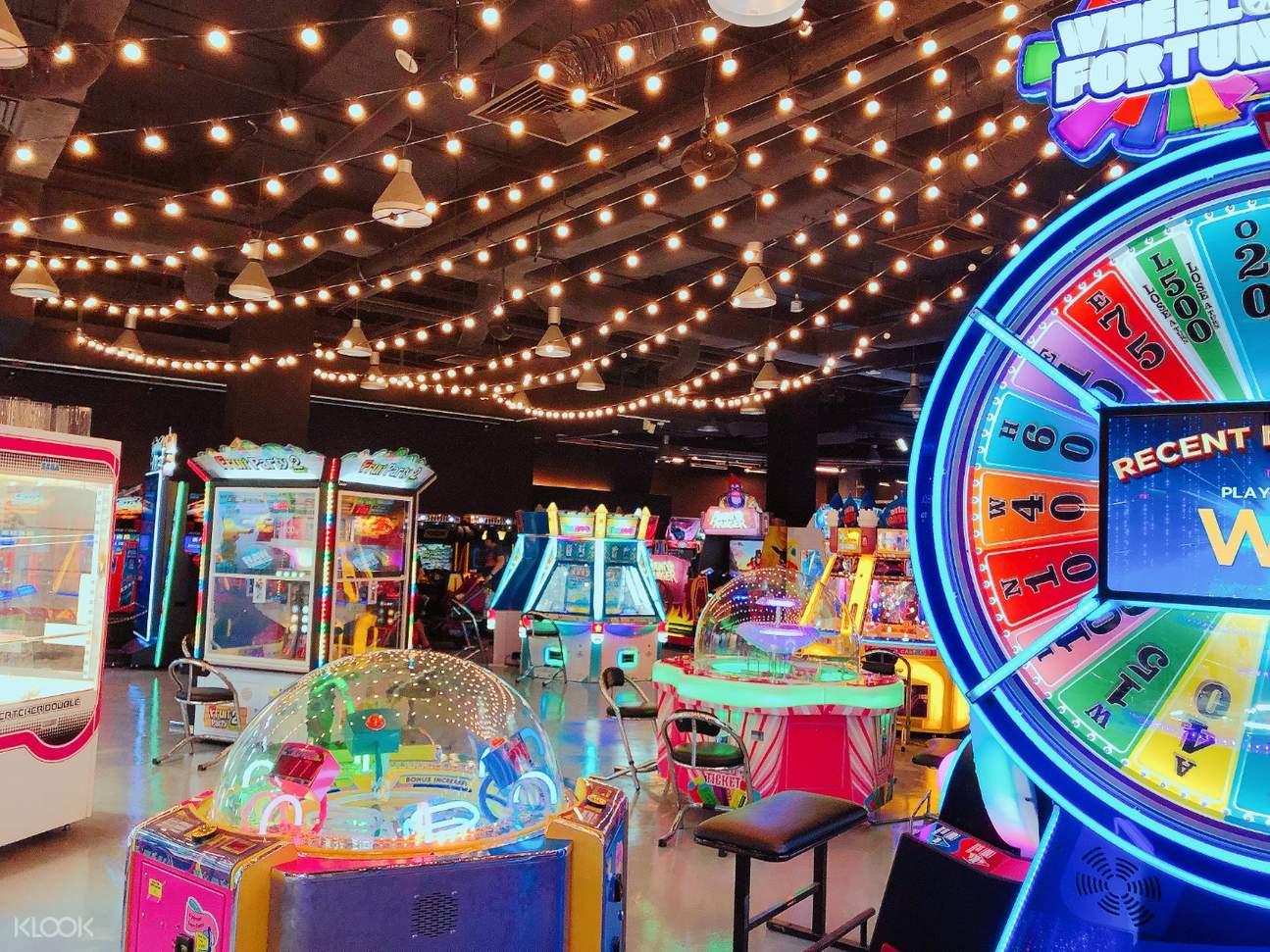 inside fat cat arcade