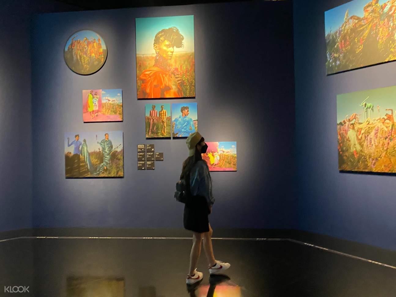 週末來趟小文青之旅,走訪奇美博物館看看當期特展《蒂姆・沃克:美妙事物》