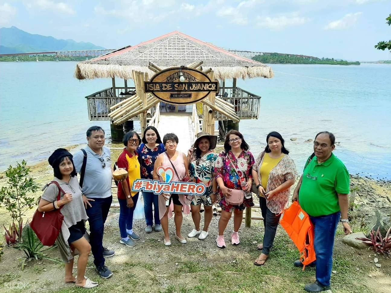 tour group in isla de san juanico viewpoint