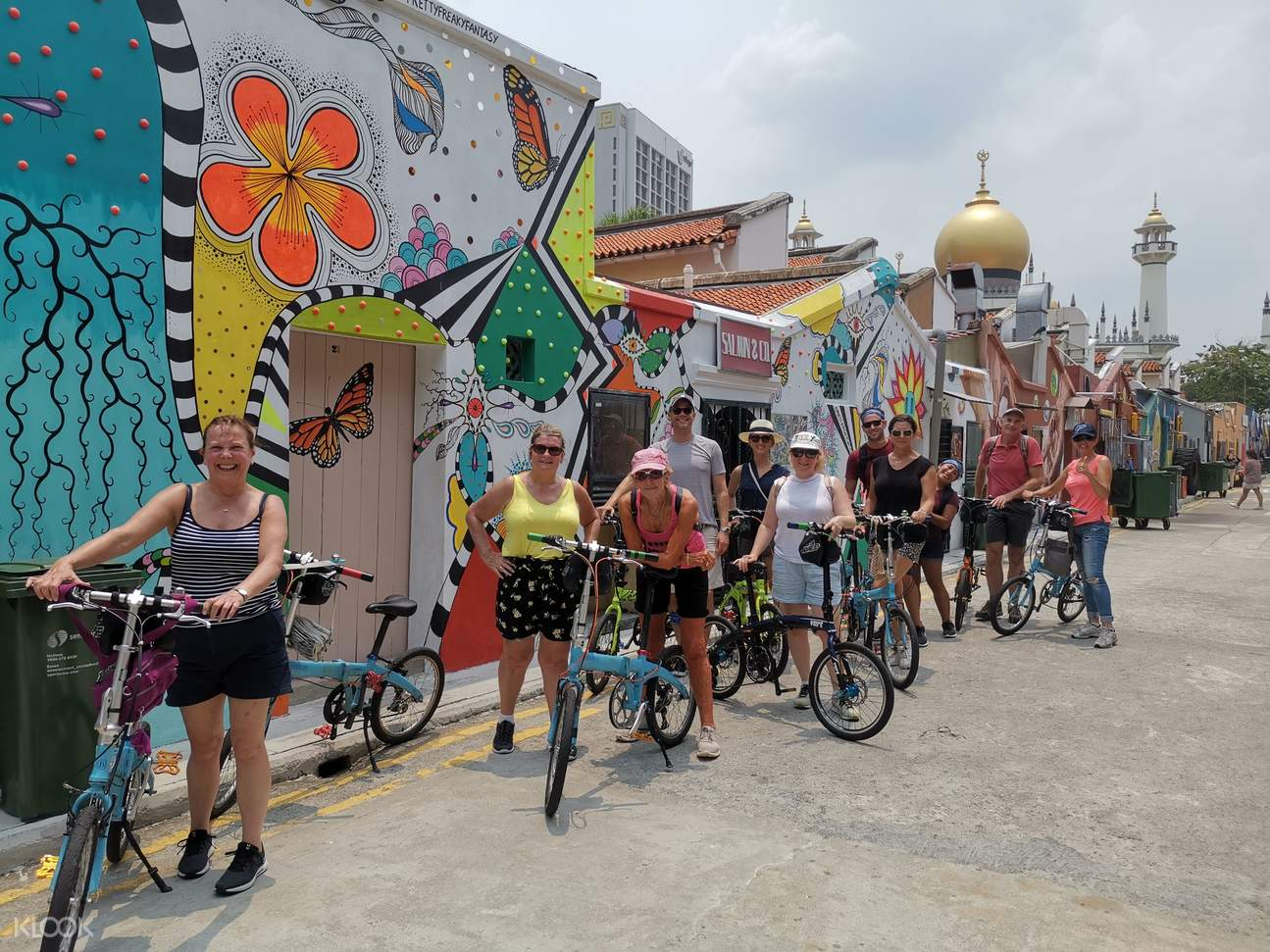 Come out for a morning excursion with your friends and family to tour Singapore on a bike!