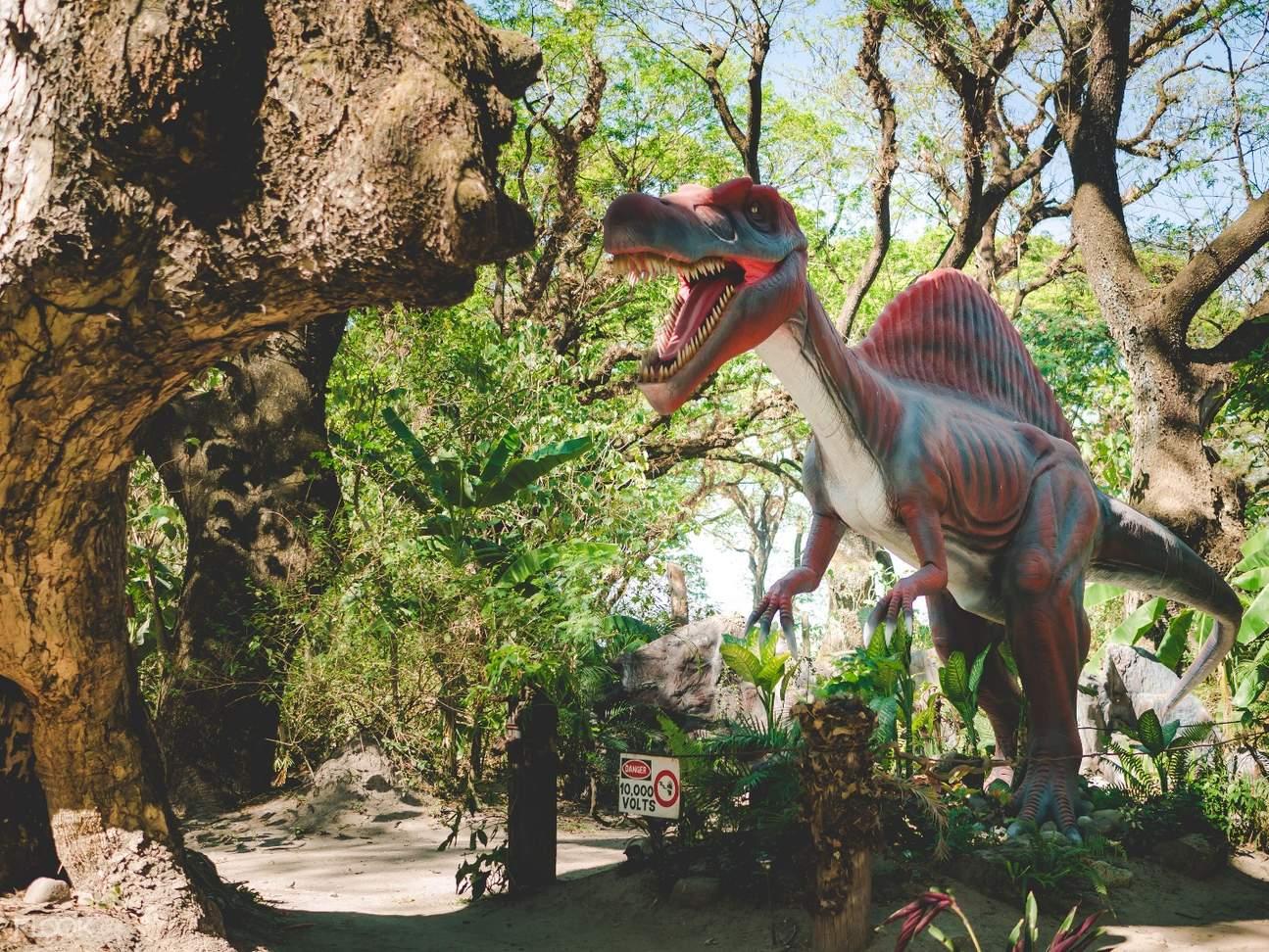 outdoor dinosaur stature in Dinosaurs Island Clark