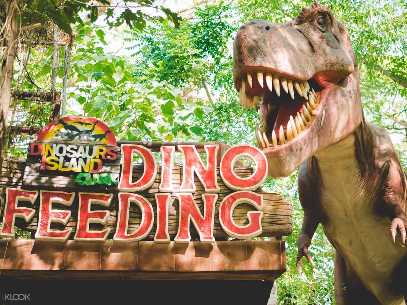dinosaur statue in Dinosaurs Island Clark