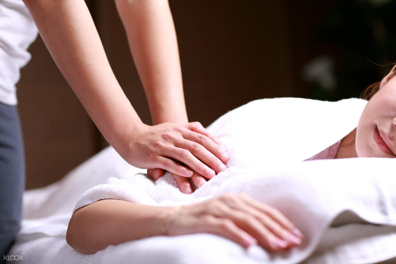 madchen body massage
