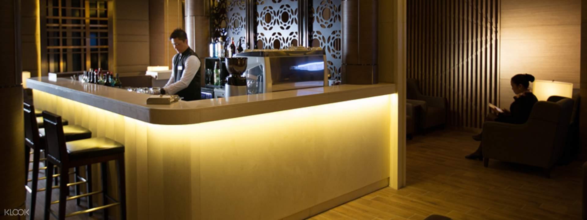 1. Al Ghazal Lounge by Plaza Premium Lounge, Terminal 2, Abu Dhabi International Airport — 21.45 (28.76) forecasting