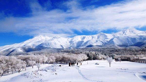 shiretoko goko lakes snowshoeing hokkaido japan