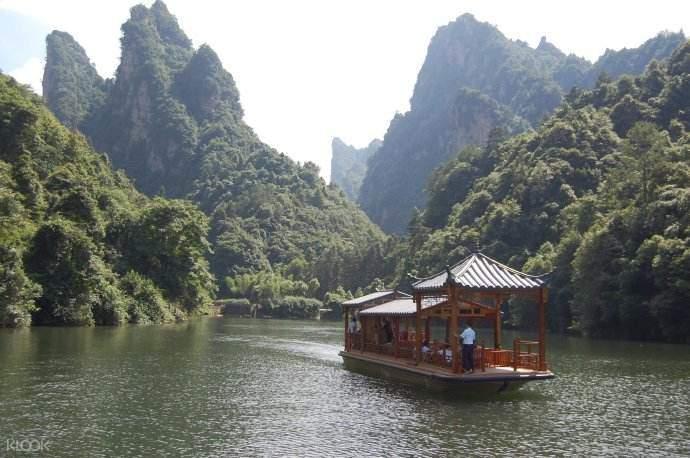 张家界宝峰湖