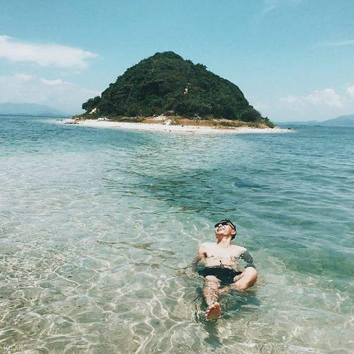 Tận hưởng không khí trong lành và vẻ đẹp hoang sơ của hòn đảo