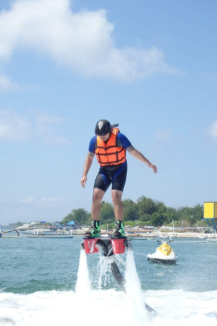 巴厘島水上飛板flyboard