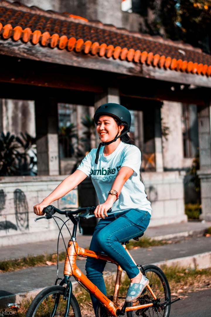 people posing with their bambikes in intramuros