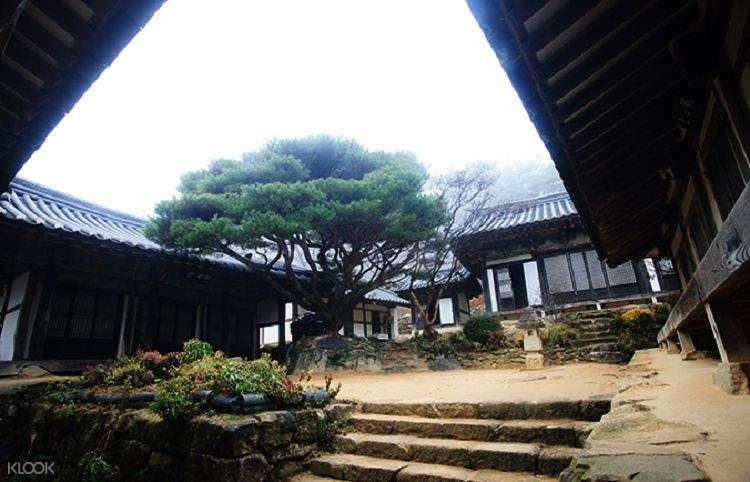 interior of bongjeong temple