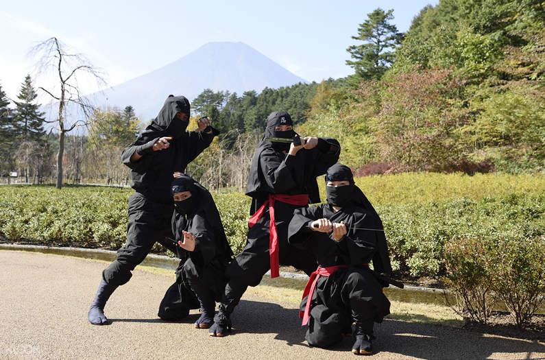 oshino ninja village photo op with ninja
