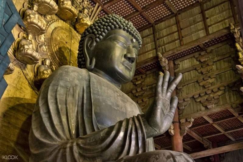 buddhist statue in mount koya