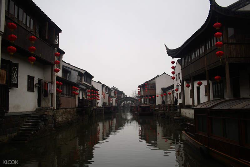 jinxi ancient town suzhou shiyan brdige reflecting on the clear waters