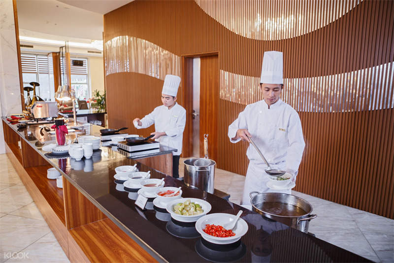 restaurant at Muong Thanh Luxury Hotel Da Nang