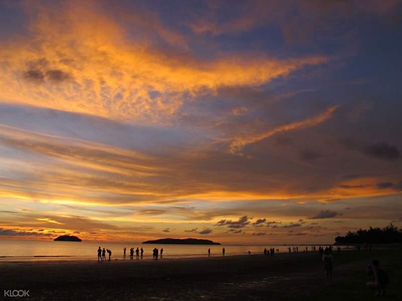 tanjung aru beach kota kinabalu city night tour with seafood dinner