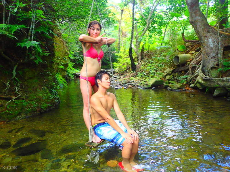 couple in the jungle
