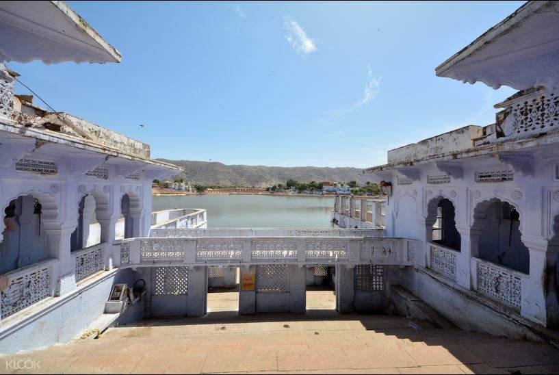 Pushkar Lake and ghat