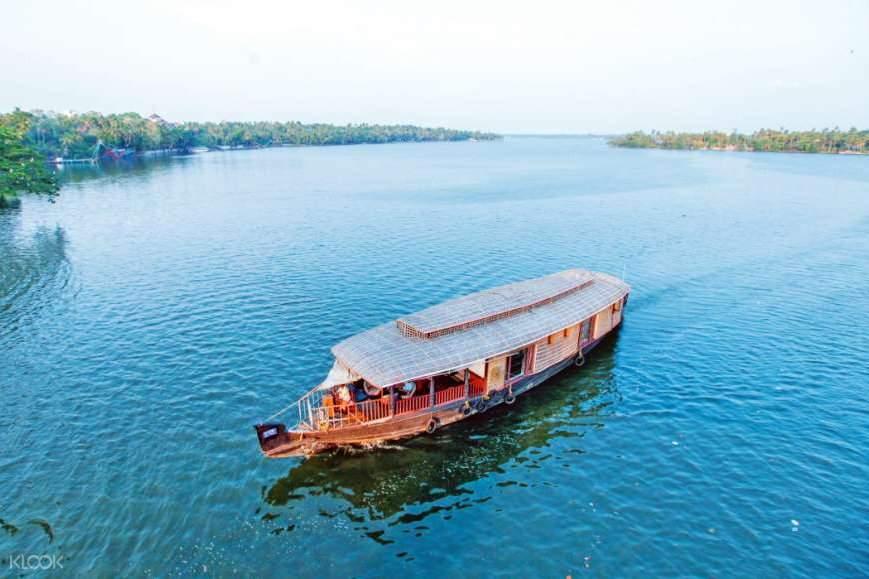 cruise Ashtamudi Lake