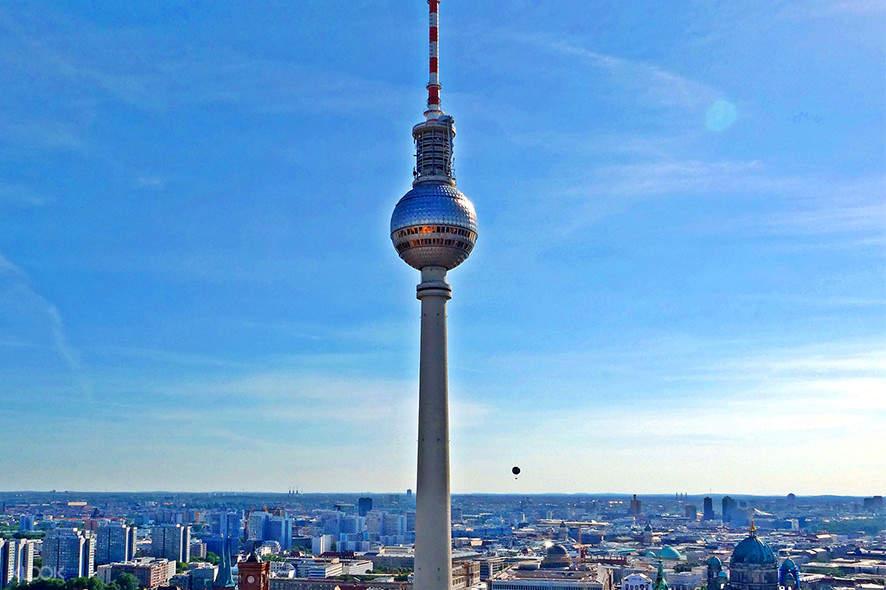 Berlin tv tower restaurant reservation