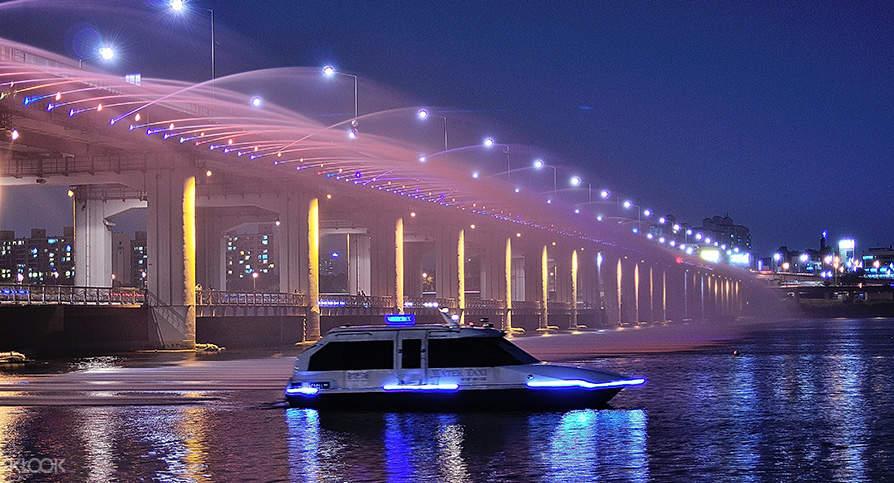 ล่องเรือชมแม่น้ำฮัน