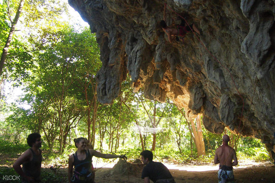 rock climbing vang vieng