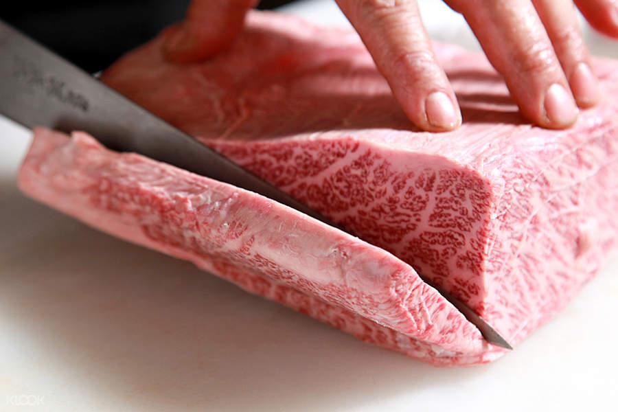 slice of beef at steak house pound shinsaibashi branch