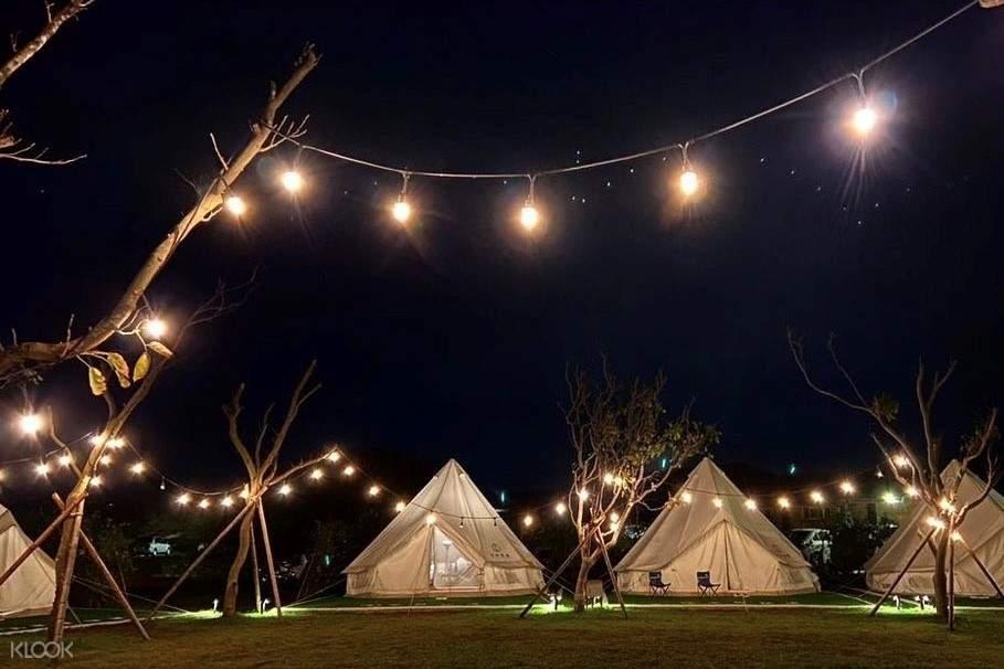 晚間半島秘境豪華露營風景