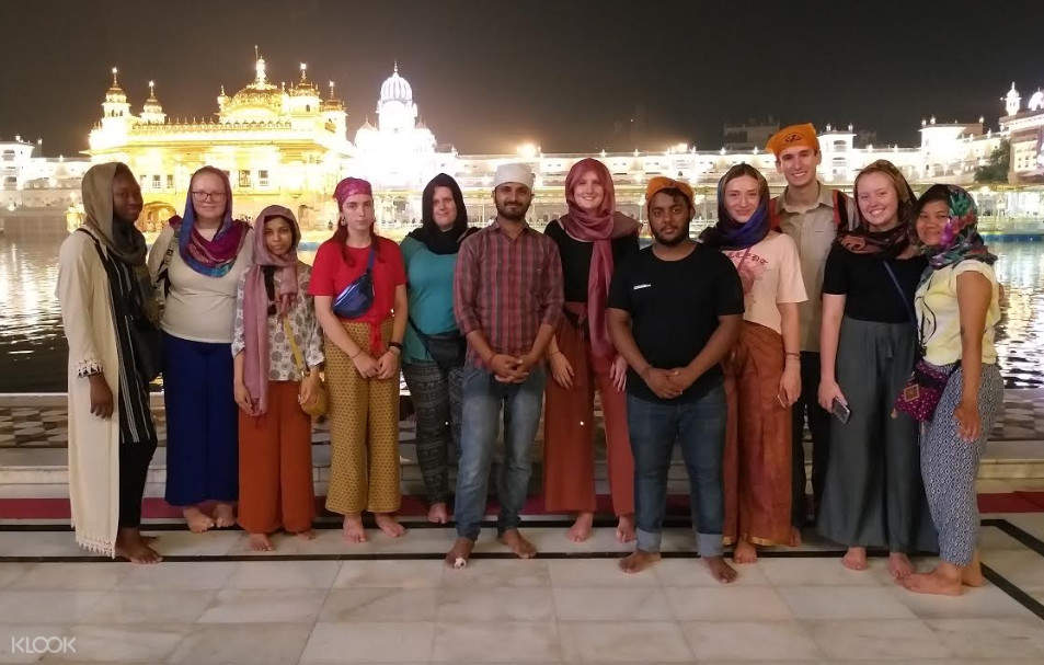 tour participants in front of the golden temple